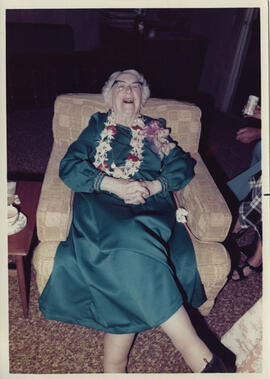 Photograph of Jean Milligan taken in Honolulu during her tour of Hawaii