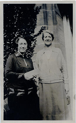 Sepia photograph of Jean Milligan and Ysobel Stewart outside University Hall, St Andrews